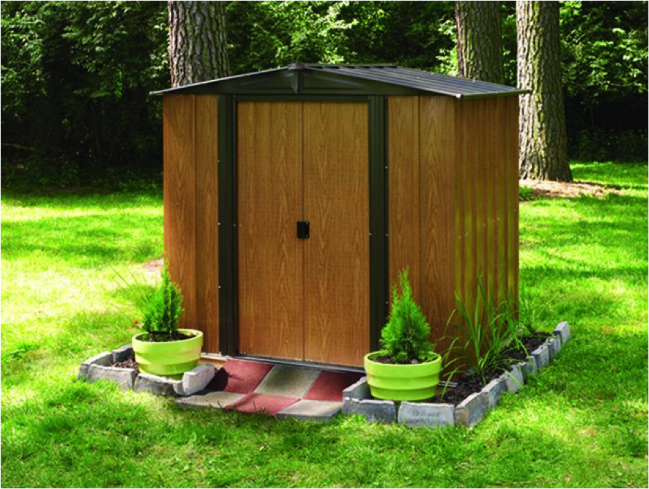Garden shed with plastic base